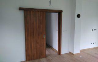 Dveře posouvací